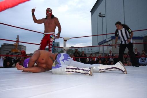 El tormento junto al Rhin, Sangre Azteca vate al Hijo del Fantasma. referee en turno: Orlando Furioso.